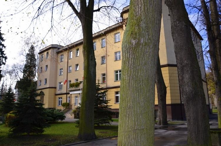 Długopola-Zdrój – Szpital uzdrowiskowy i kaplica.jpeg